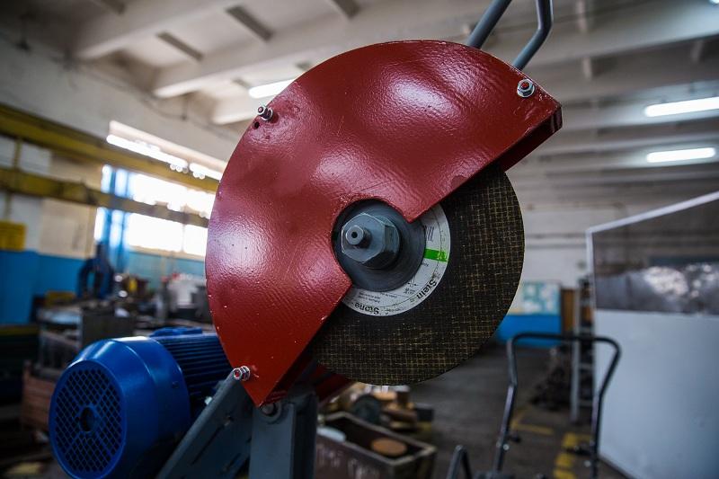 отрезной станок по металлу дисковый