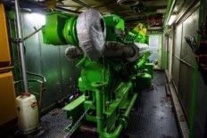 Монтаж двигателя на энергоблоке