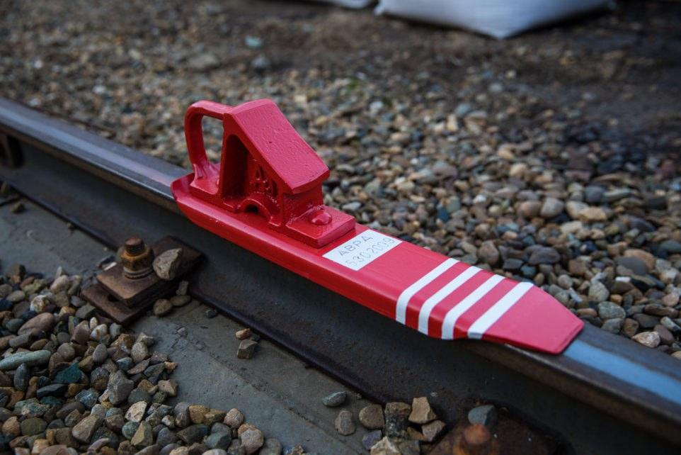закрепление вагонов тормозными башмаками