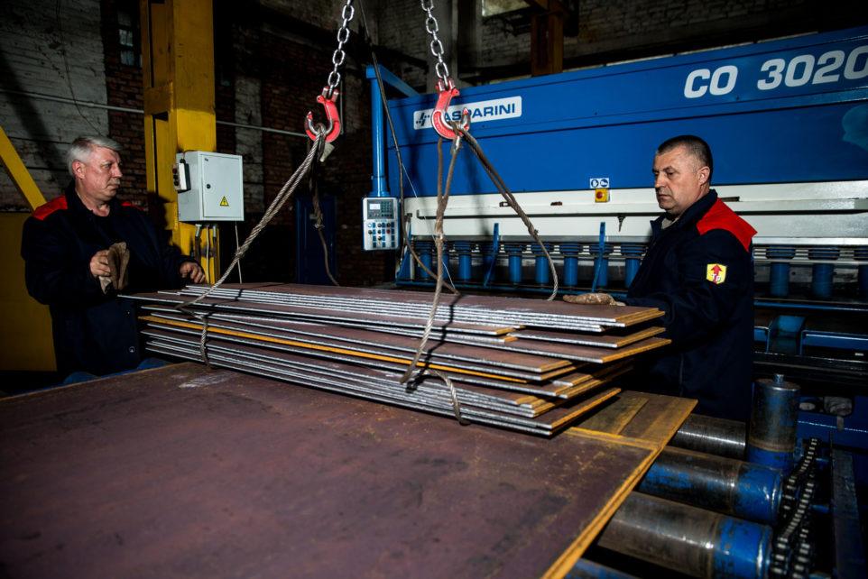 работники машиностроительного завода