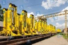 На железнодорожной платформе установки домкратные передвижные УДП