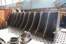 заготовки ковшей в цеху