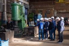 прохождение экскурсии по машиностроительному заводу
