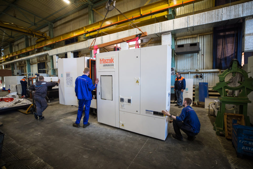 установка нового обрабатывающего центра Mazak HCN-4000